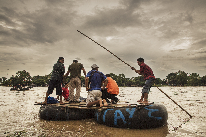 Des migrants traversent la frontière entre le Guatemala et le Mexique.AnnaSurinyach/MSF