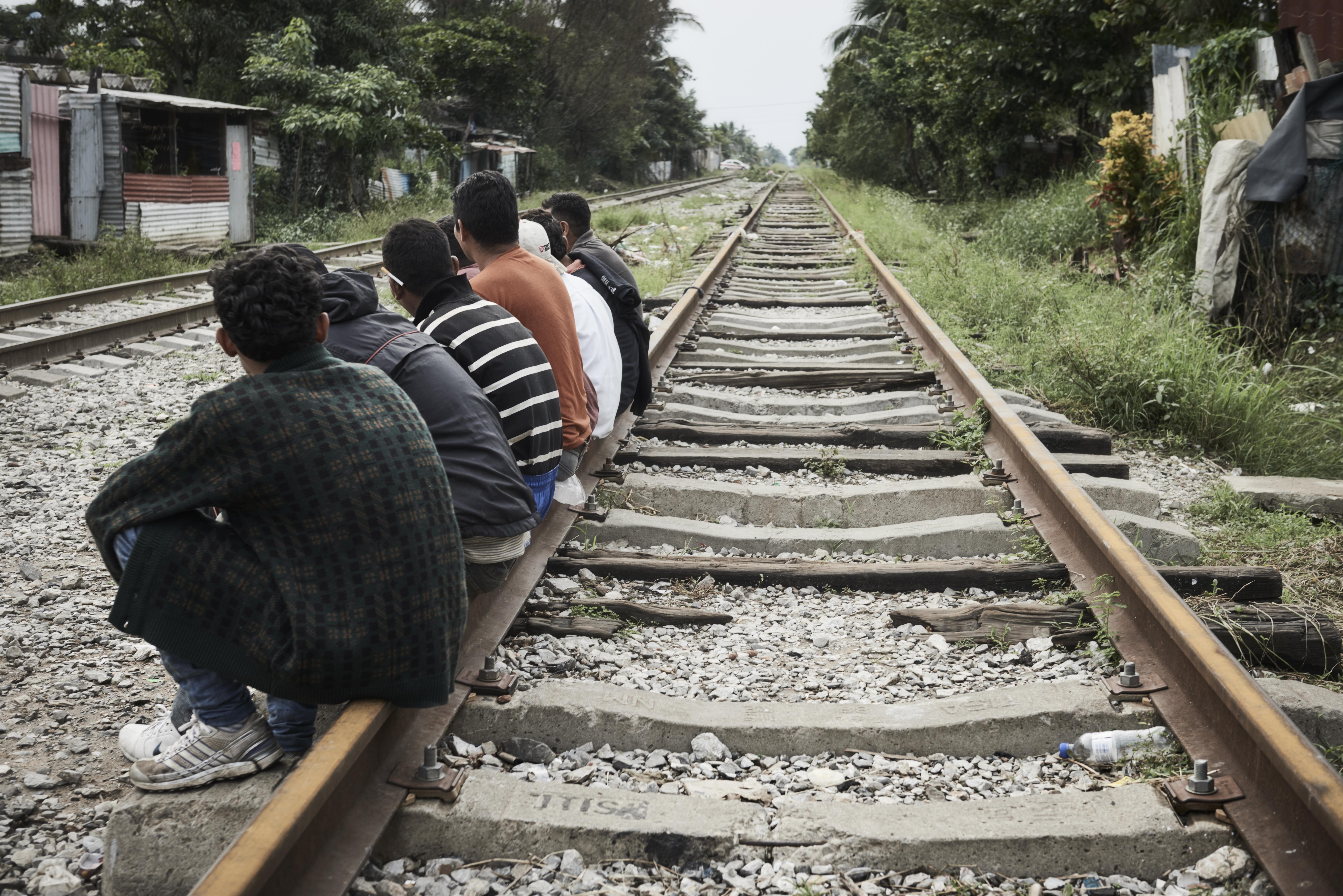 Des migrants, le longdes rails, tentent de rejoindre les États-Unis.Christina Simons/MSF